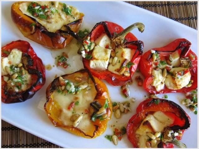 Pikantné papriky s rozpečeným syrom